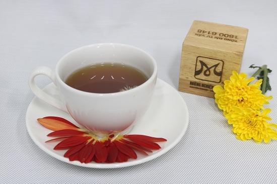 Thanh nhiệt cơ thể với trà hoa cúc mật ong