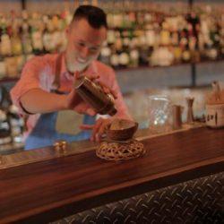 Bartender Phạm Minh Tân - Người Nghệ Sĩ Quầy Bar