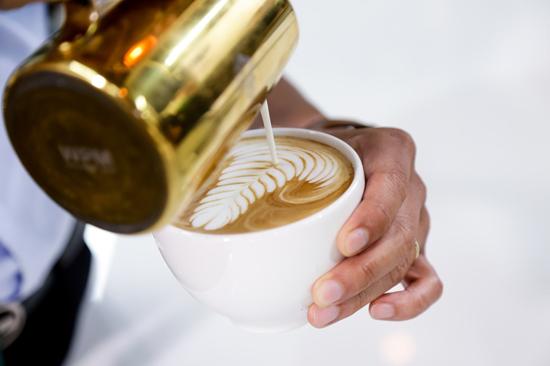 barista pha chế cafe