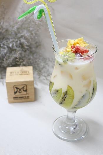 hình ảnh yogurt trai cay