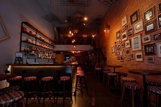 Quán Bar The Alley Cocktail Bar & Kitchen
