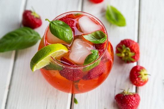 hình strawberry gin smash cocktail