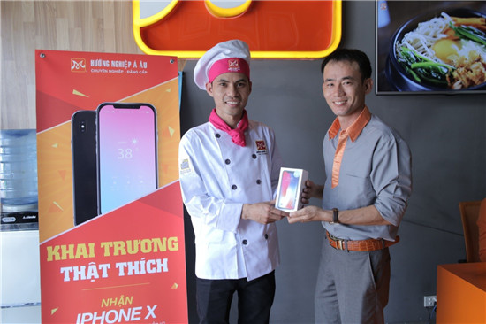 học viên lê ngọc vi nhận iphoneX