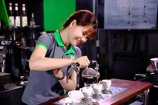 học viên nữ lớp barista