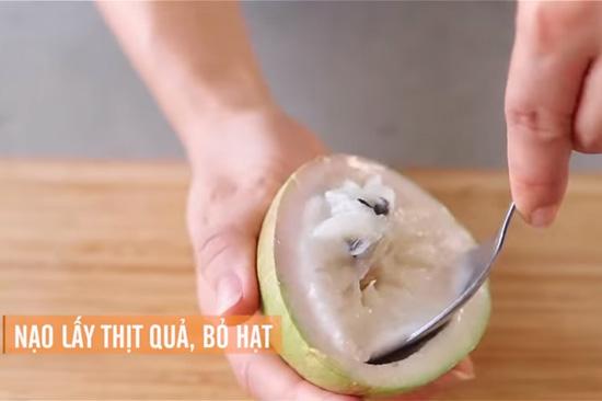 nạo lấy thịt quả