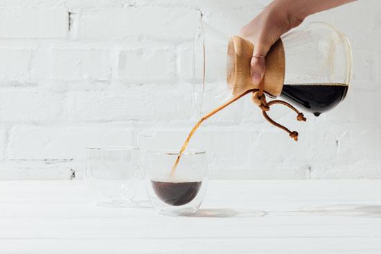 pha cà phê bằng bình chemex
