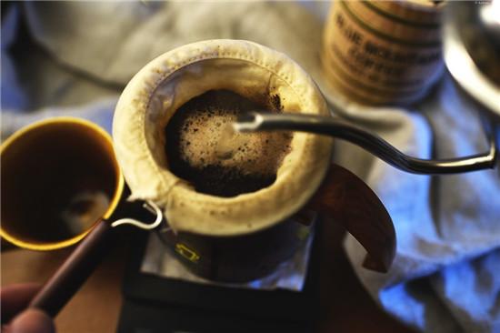 pha chế cà phê vợt ngon tùy vào nước