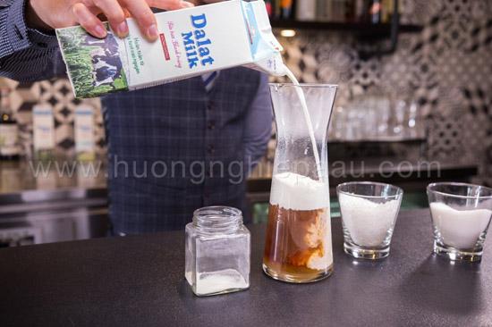 pha trà sữa bằng sữa tươ
