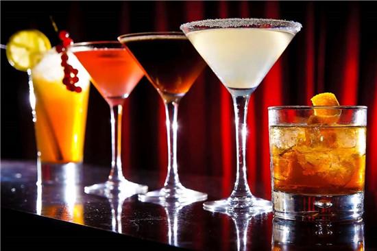 phân biệt mocktail cocktail