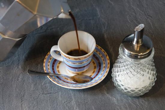 rót cafe ra tách
